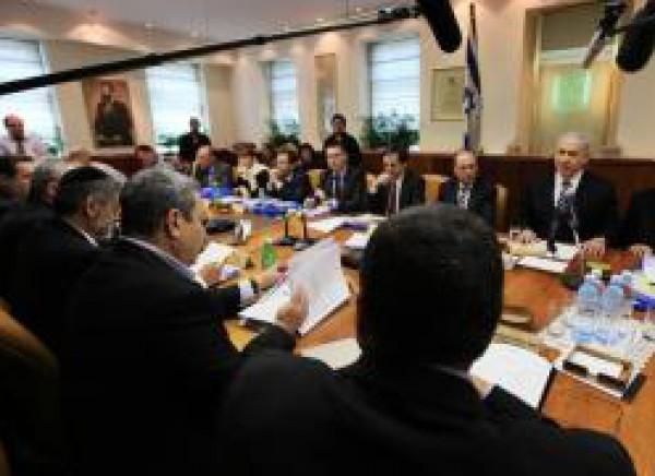 اسرائيل توقف المفاوضات الى اشعار آخر، وتفرض عقوبات اقتصادية على السلطة الفلسطينية