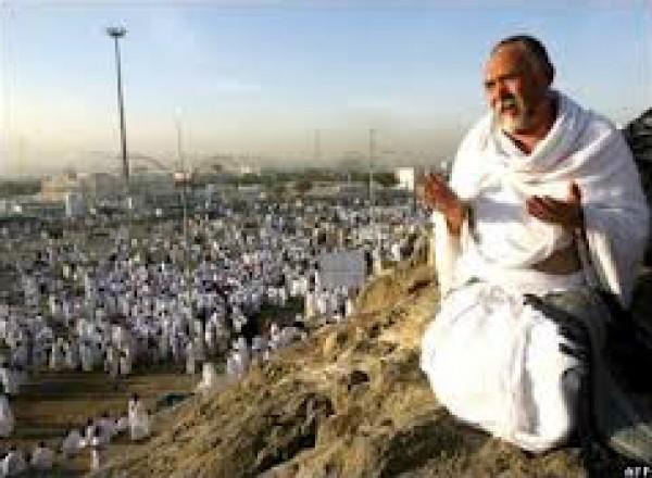 في فلسطين.. مسيحي يتكفل بنفقات حج جاره المسلم