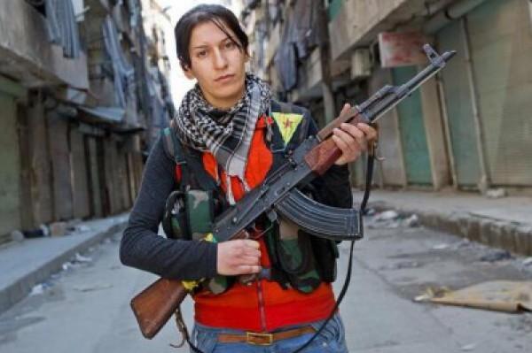 حملة لمنع بريطانيين من الذهاب للقتال في سوريا تستهدف النساء