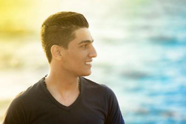 محمد عسّاف يكسر قيد الناصرة ويوحّد العرب في أمريكا