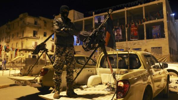 ليبيا: تجدد الاشتباكات بين قوات حفتر ومسلحين وقصف صاروخي على قاعدة جوية