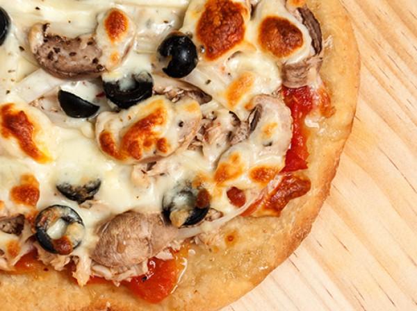 بيتزا التونة-طريقه اعدادها 2014 9998466548.jpg
