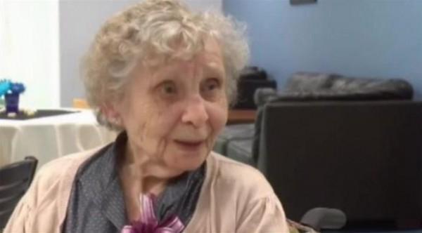 حرمت من شهادتها 75 عاماً بسبب 5 دولارات ..أمريكية تتخرج في الجامعة بعمر 99 عاماً