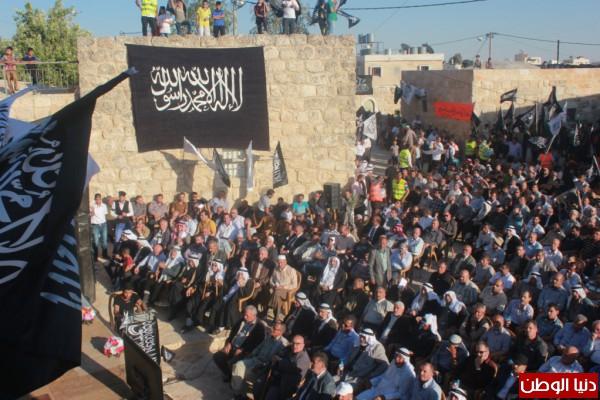 رايات الإسلام والهتافات المطالبة بالخلافة وتحرير المسجد الأقصى تؤجج المشاعر في مدينة الظاهر