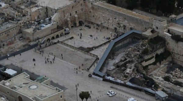 سعياً لطمس هوية القدس..حكومة الاحتلال الاسرائيلية تمول بناء كنيس يهودي قرب الأقصى