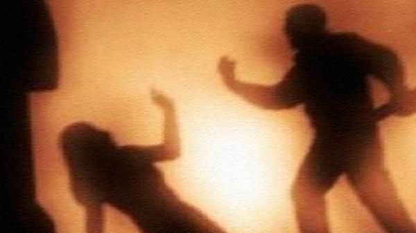 أب إيراني يذبح ابنته بعد القبض عليها من شرطة الآداب