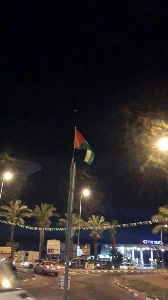 إنزال الأعلام الإسرائيلية ورفع العلم الفلسطيني في مداخل بلدة قلنسوة في مناطق 48