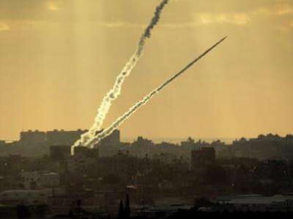 """القسام تكشف عن صاروخها الجديد """"سجيل 55"""" وتقصف به اللد والرملة لاول مرة"""