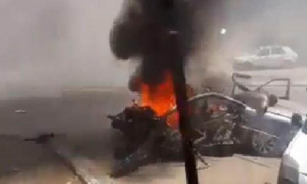 شاهد بالفيديو : اللحظات الأولى لاستهداف سيارة مدنية على مفترق الشعبية وسط غزة