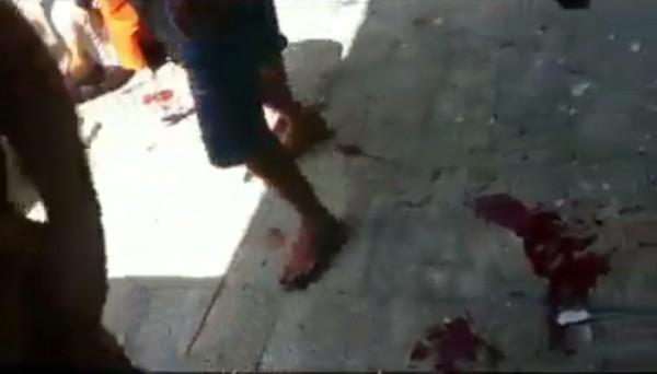 فيديو صادم لانتشال جثث الشهداء والجرحى من الشوارع