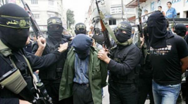 اعدام ميداني وسط غزة.. إعدام 11 عميلًا صباح اليوم بغزة .. والمقاومة تعلن بدء مرحلة خنق الرقاب