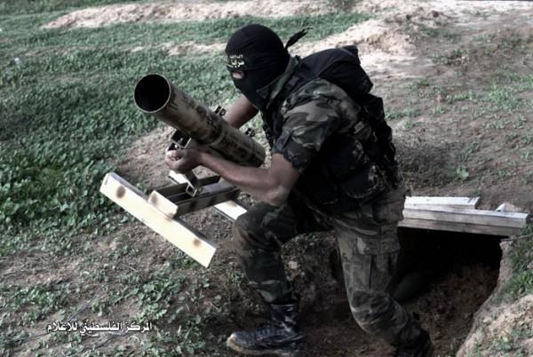 بعد قصفها المركز.. المقاومة من غزة تفرض حظر التجوال في اشكول والمئات يهربون نحو الشمال