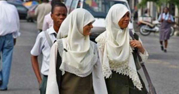 دراسة بريطانية: ارتداء الحجاب يمنع الإصابة بالقلق والتوتر