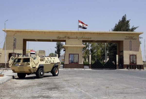 مصر تمنع الغزيين بما فيهم الطلبة من السفر الى كل من الجزائر وماليزيا وقطر وايران وتركيا وليبيا