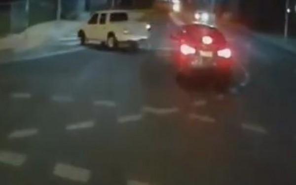 سائق سيارة من سوء حظه تصادف مع الشرطة