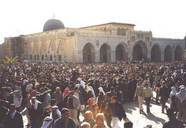لأول مرة منذ سنوات… إسرائيل تسمح لأهالي غزة بأداء الصلاة في المسجد الأقصى