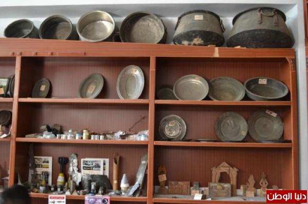 متحف تراثي فلسطيني يتكون من 15 ألف كتاب و3 آلاف قطعة
