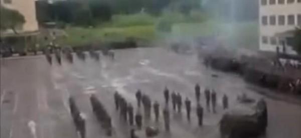 دبابة روسية تدهس جندي في عرض عسكري عن طريق الخطأ