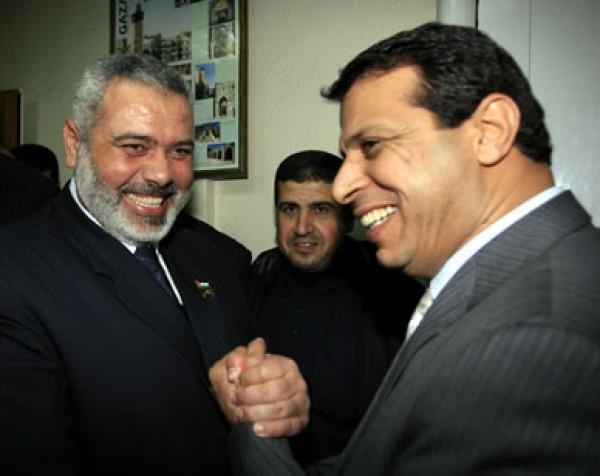 بعد تصريحات البردويل والعبادسة .. مقرّب من دحلان يفجّر مفاجأة:نوافق على علاقة مع حماس ونسعى لذلك