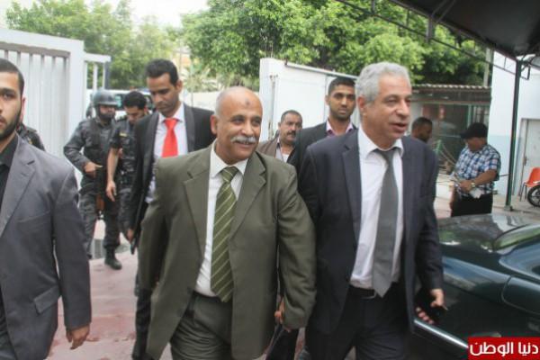 العيسة: وزراء غزة الى الضفة قريبًا.. وراتب موظفي غزة الأسبوع الجاري