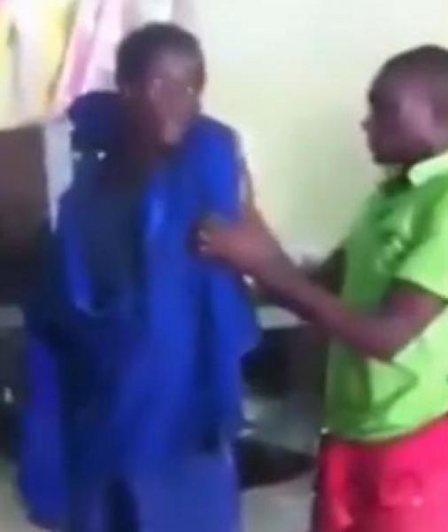 شاب أفريقي يتمتع بموهبة مذهلة ومرونة غير عادية