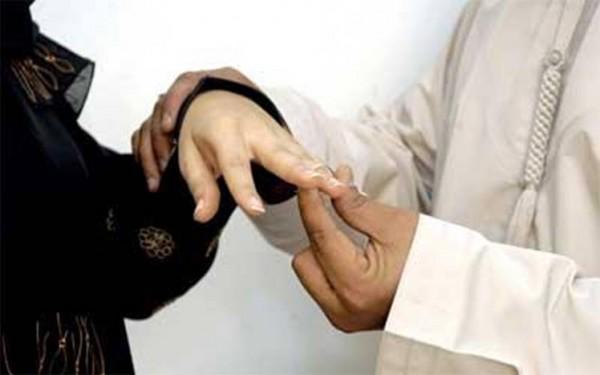 سعودية تنتقم من ضرتها المصرية بتزويج زوجها من ثالثة مغربية