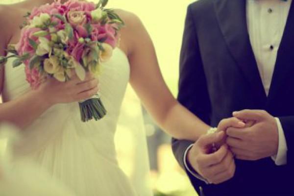 سعودية وافقت على الزواج من شاب وسيم.. واكتشفت ليلة الزفاف إنه ثمانيني