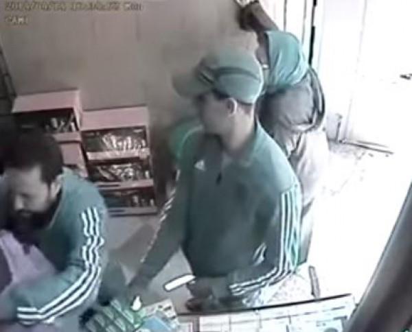 لص يسرق هاتف بلمح البصر