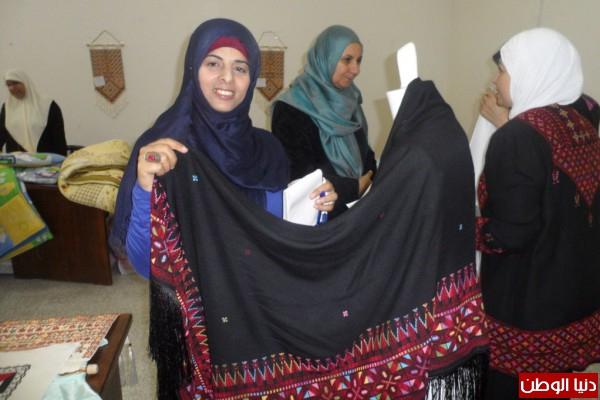 حفاظا على الهوية .. غزة:  30 سيدة غزية يطرزن الثوب الفلسطيني ويباع مجانا .. صور
