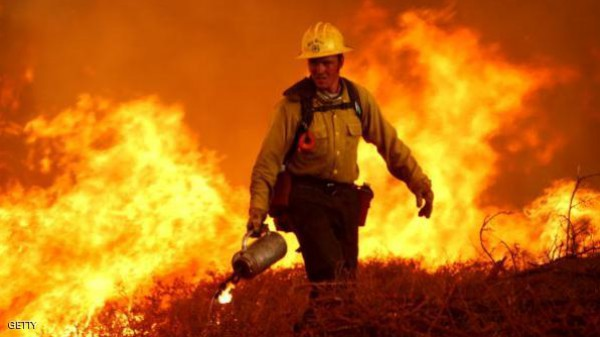 امرأة تحرق غابة للترفيه عن رجال الإطفاء