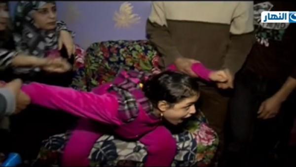نشطاء يكشفون فبركة ريهام سعيد للقطات حرق ملابس فتاة الجن