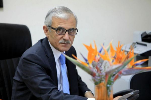 """مصادر دنيا الوطن : إحالة مستشار فياض للتقاعد المبكر والبحث عن """"قوننة"""" إقالة ياسر عبد ربه"""