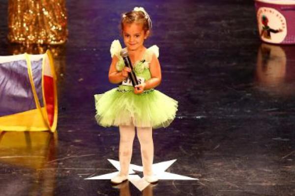 3 سنوات فقط ..أصغر مُشتركة في Arabs Got Talent تُدهش الجمهور