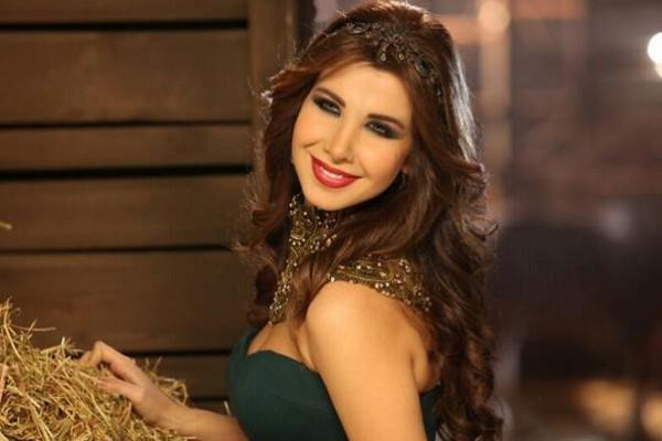 """بالفيديو.. نجم """"Arab Idol"""" ماجد المدني يتغزل في """"نانسي عجرم"""" على الهواء"""