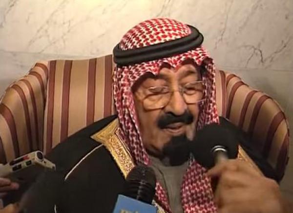 فيديو نادر.. الملك السعودي الراحل يبكي الملك الحسين بن طلال