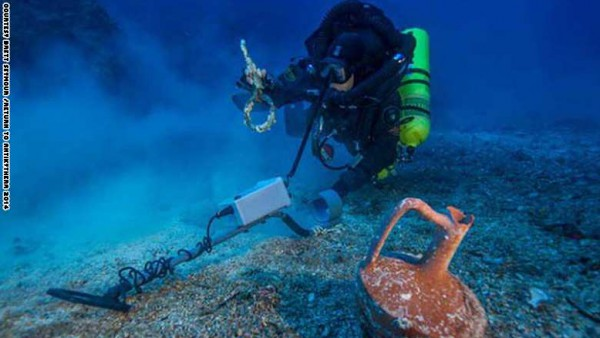 اكتشاف أول كمبيوتر بالتاريخ منذ ما يقرب من 2000 عام غارقاً فى البحر المتوسط