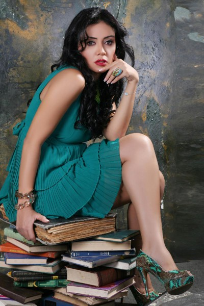 بالفيديو مذيع يحرج رانيا يوسف ما تورينا الشقاوة اللي انتي بتحبيها