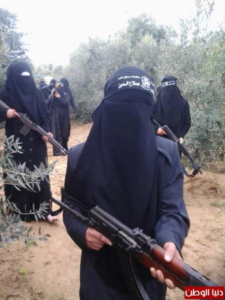 بالصور والفيديو : مجاهدات كتائب الناصر يتدربن على فنون القتال