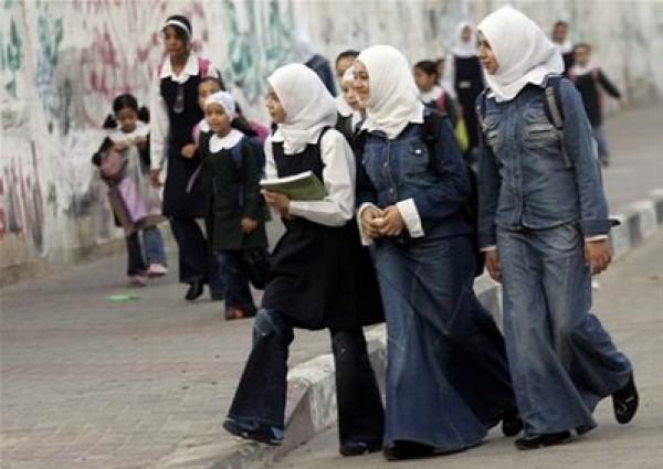 مهزلة تسببت بها فتح وحماس : المتعلمون في فلسطين