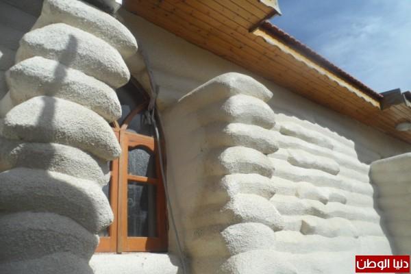بدون اسمنت أو حديد يصمم قلعة: فلسطينى يبنى بيتا من الرمال فقط ! .. صور