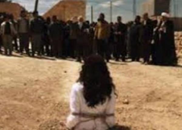 """""""داعش"""" يرجم رجلا وامرأة الموت"""