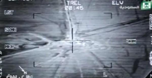 فيديو نشره التلفزيون السعودي يظهر غارات قوات الجو السعودية وقوات التحالف على مواقع للحوثيين في اليمن