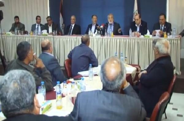 """فيديو لنائب في المجلس التشريعي بغزة يُثير جدلاً :""""المواطن المتضرر من الضرائب وليس التجار"""""""
