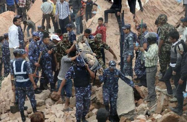 بعد زلزال مدمر : فقدان الاتصال بـ 200 إسرائيلي في نيبال