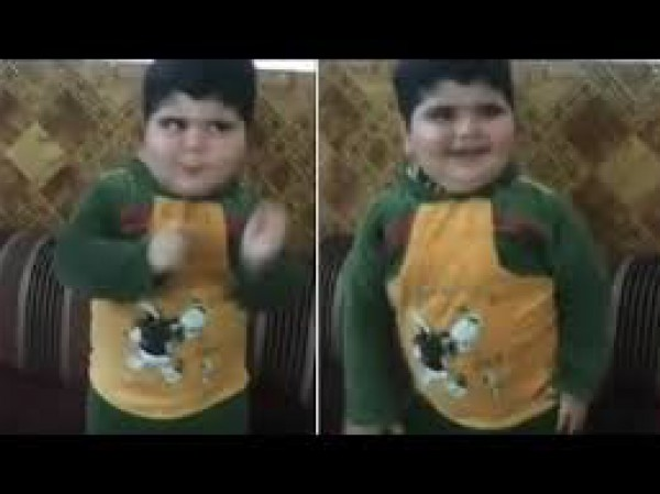 رقصة طفل عربي يثير ضجة على الإنترنت