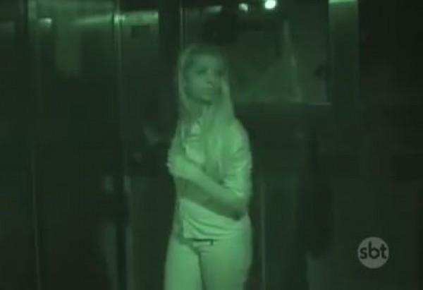مقلب مخيف ..فتيات في المصعد برفقة الضفاضع والجرذان