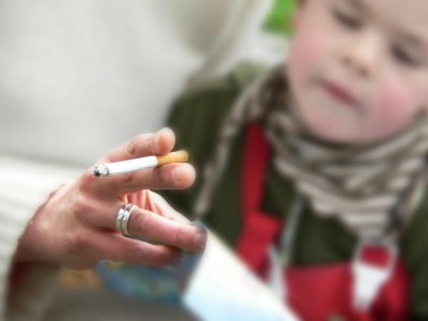 التدخين السلبى وأضراره طفلك