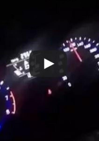 شابّ يوثق لحظة صراخه ووفاته وهو يقود سيارته بسرعة 200كم