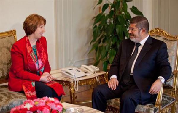 """""""إندبندنت"""" تكشف عن اللحظات الأخيرة في حياة الرئيس """"مرسي"""" ومحاولة """"آشتون"""" إقناعه بنهاية اللعبة"""