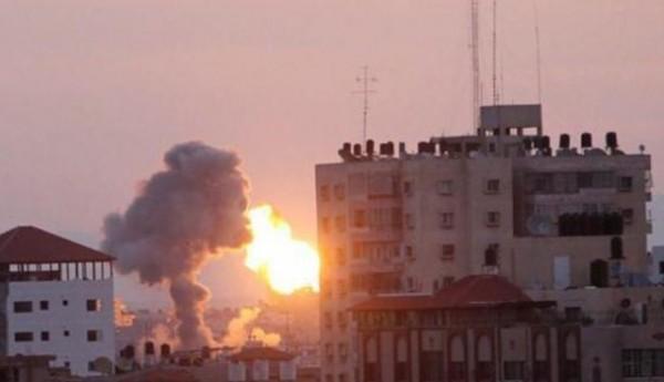 غارات إسرائيلية على عدة أهداف في غزة فجر اليوم